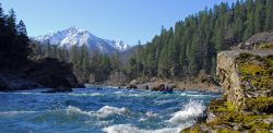 Oregon's Illinois River with Klondike Peak in the background - Photo: Pete Wallstrom
