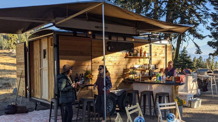 Momentum Sauna Trailer - A drink at the Sauna Bar